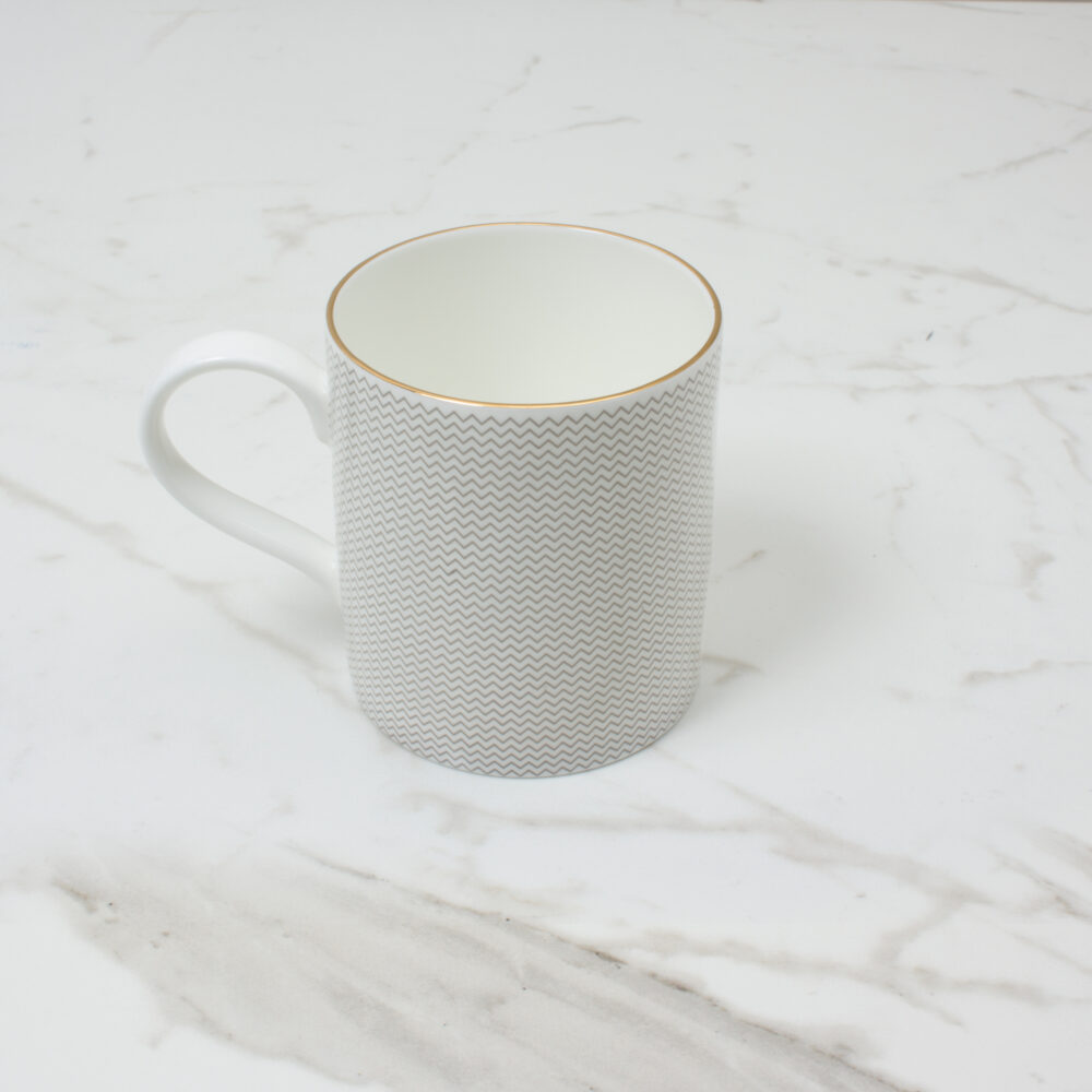 CURVE-MUG-4--SIDE-SHOT