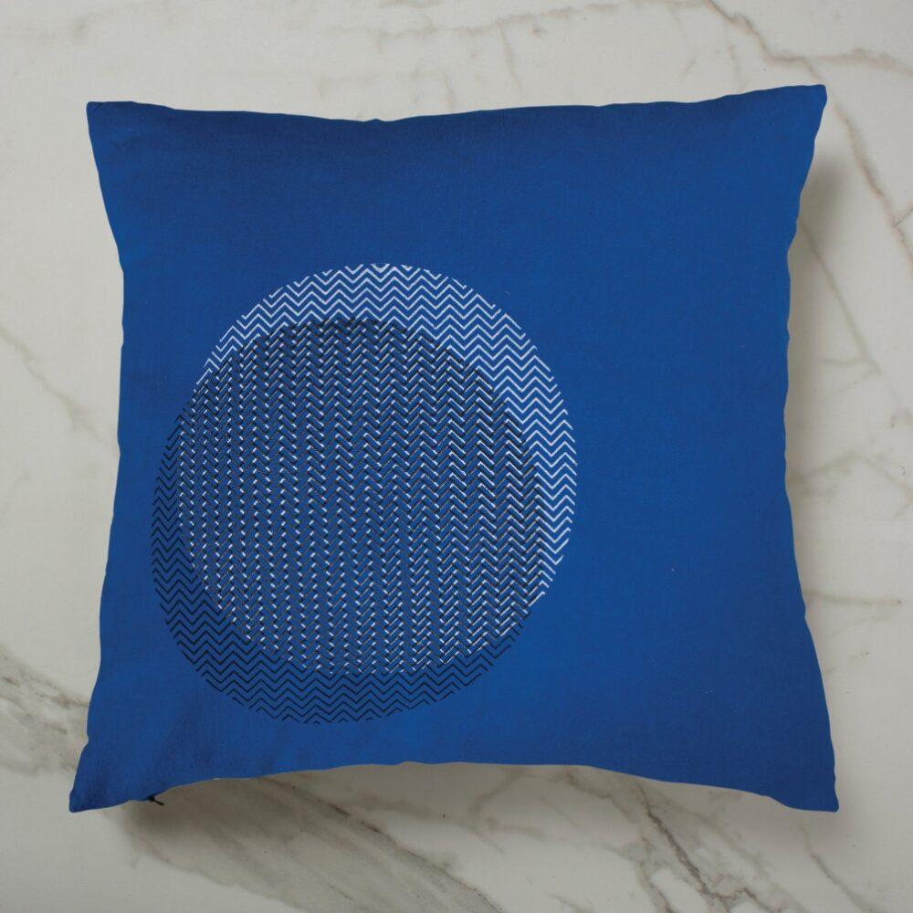 CURVE CUSHION   BLUE INSIDE