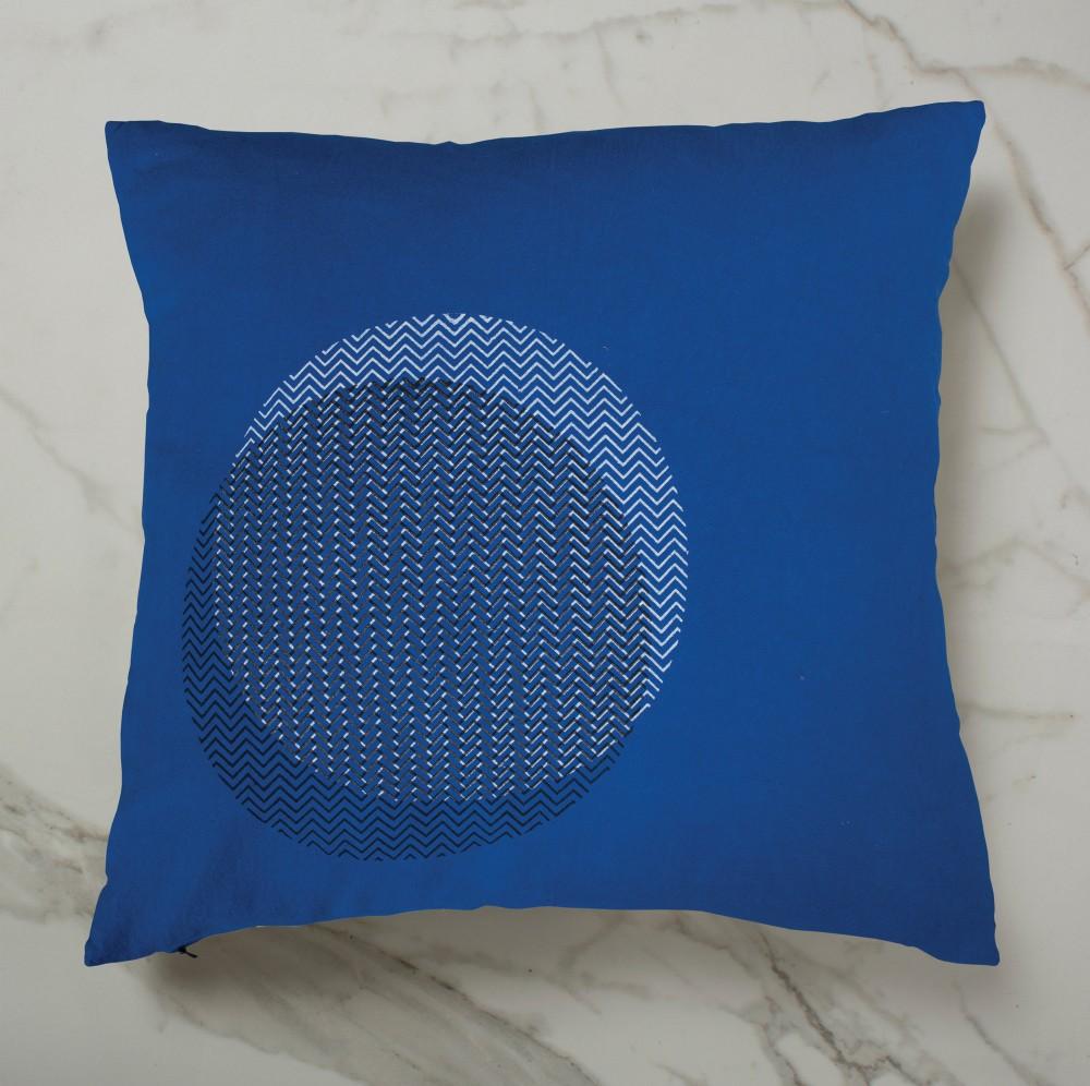 CURVE CUSHION | BLUE INSIDE
