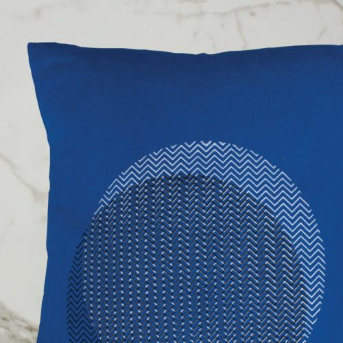 CURVE CUSHION | BLUE INSIDE