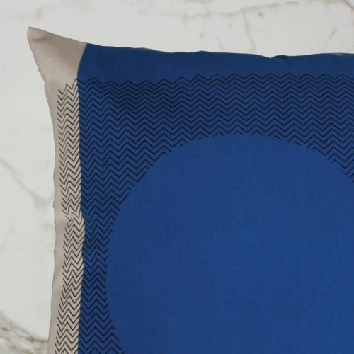 CURVE CUSHION | BLUE OUTSIDE