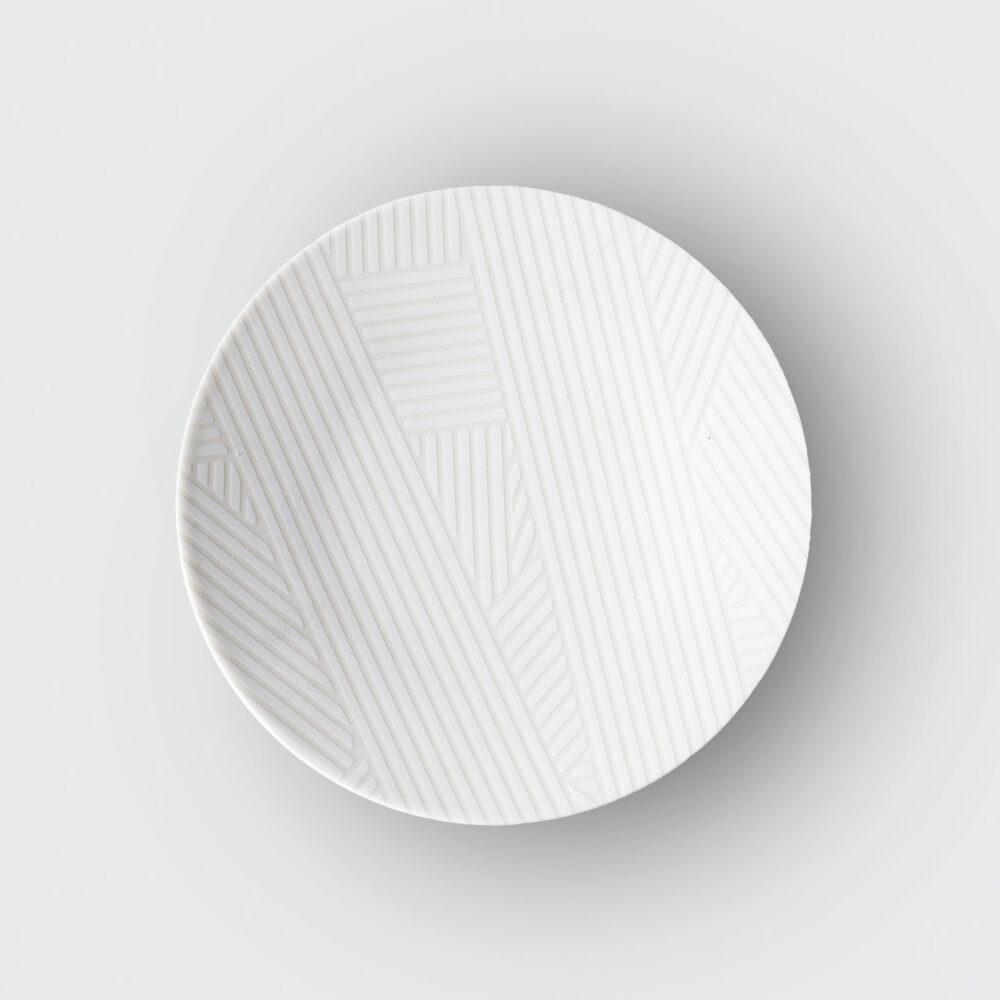OBLIQUE SMALL COUPE PLATE | WHITE